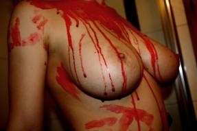 Blutige Brüste 1