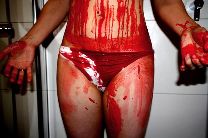 Blutiger Bauch