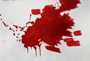 Großflächige Blutmalerei auf Karton